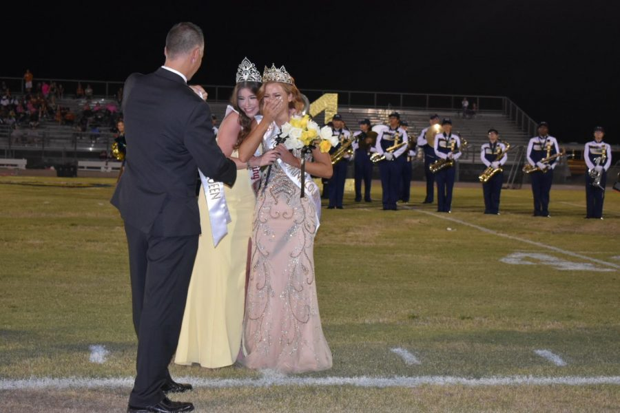 2018 Homecoming Queen Kimberly Romero returned to crown 2019 Homecoming Queen Meghan White.